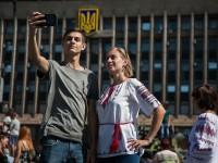 Военный парад и сотни селфи: как запорожцы отмечают День независимости (Фоторепортаж)