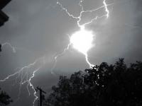 Эксперты предупреждают: в Запорожской области ожидаются шаровые молнии