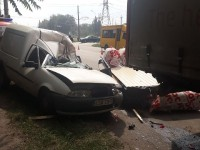 В Запорожье грузовик с прицепом врезался в иномарку: есть пострадавший (Фото)