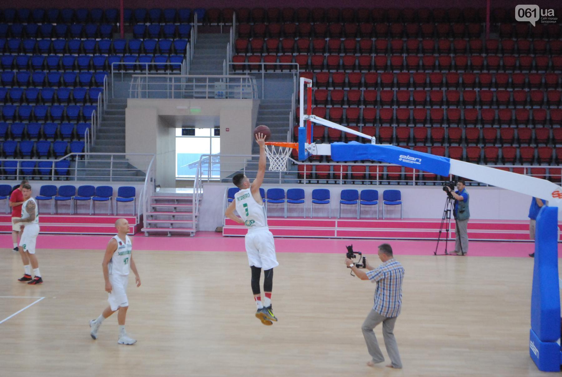"""В обновленной """"Юности"""" прошла первая тренировка баскетбольного клуба (Фото)"""