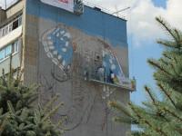 На запорожской многоэтажке рисуют огромного синего слона (Фото)