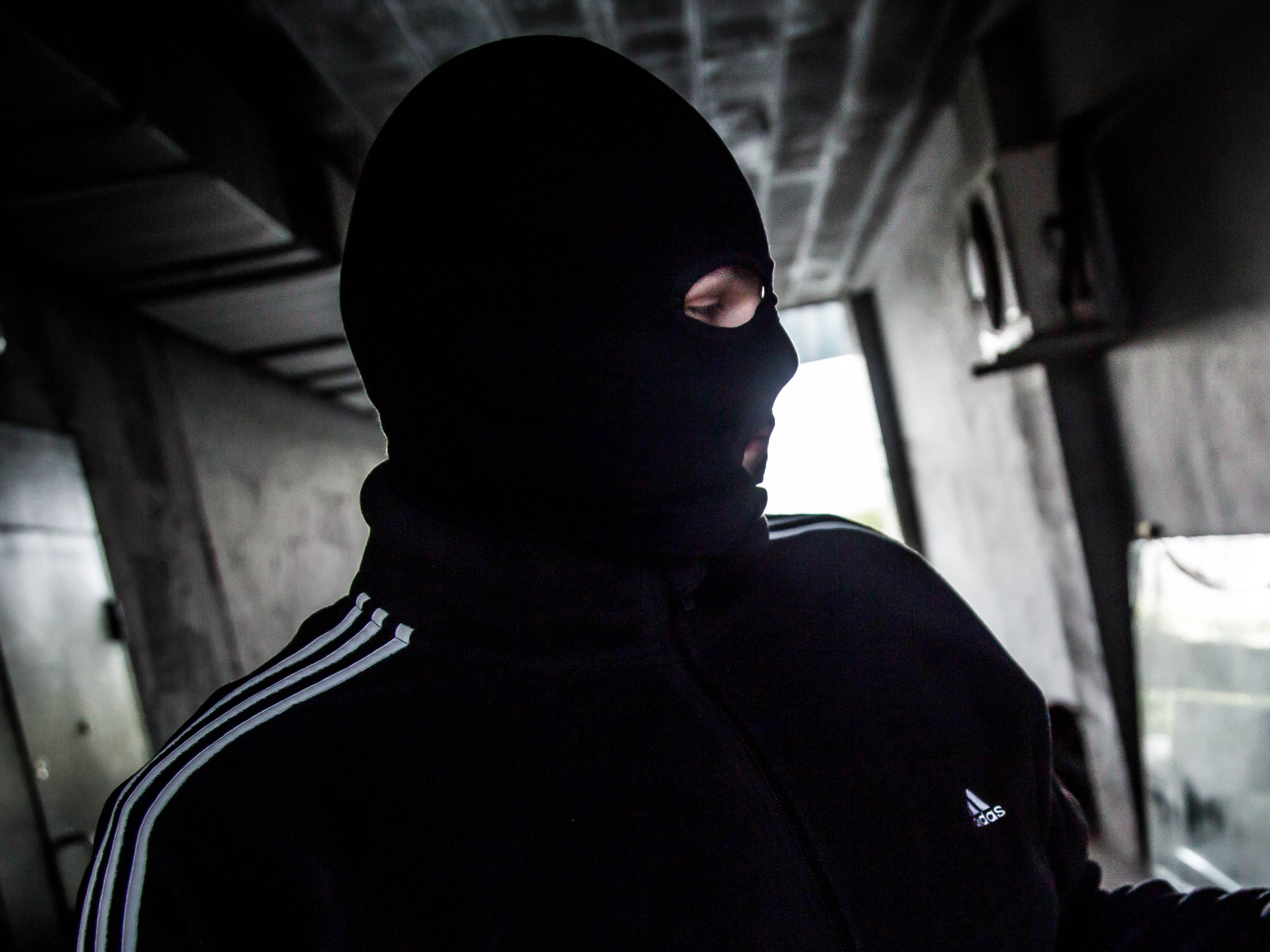Бандит картинка в маске