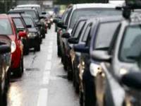 На мосту Преображенского из-за аварии с грузовиком образовалась большая пробка