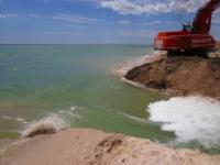 В полиции три года расследуют кражу песка промоины на Молочном лимане