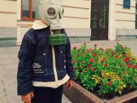 «Токсичный город»: запорожцы вышли под мэрию в масках и противогазах (Фото)