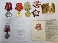 Американца задержали в запорожском аэропорту с советскими медалями