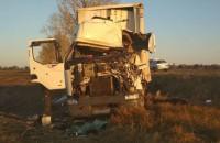 На трассе в Запорожской области мужчину зажало в кабине перевернувшейся фуры (Фото)