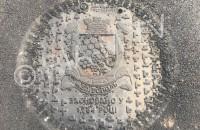В Мелитополе канализационные люки закрыли «дизайнерскими» крышками (Фото)