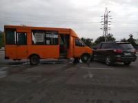 В Запорожье маршрутка протаранила леговушку: есть пострадавшие (Фото)