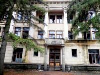 Может не пережить зиму: коллектив заповедника безуспешно пытается спасти уникальное здание на Хортице