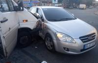 В аварии возле «Украины» пострадали три пассажирки маршрутки – полиция