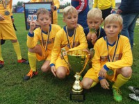 Порошенко лично вручил подарок юным футболистам из Запорожской области