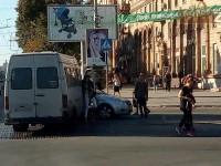 На перекрестке перед «Украиной» маршрутка попала в аварию – есть пострадавшие