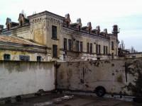 Под заброшенным в Мелитополе ликероводочным заводом нашли подземный ход