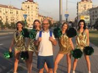 Турецкий певец снял в центре Запорожья клип с местной командой черлидерш (Фото)