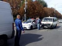В центре Запорожья машина скорой помощи попала в ДТП: есть пострадавший (Фото)