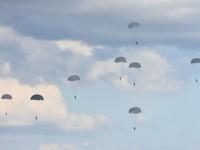 В Мелитополе десантировались десятки военных (Фото, Видео)