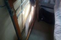 Нашли крайнего: «Укрзализныця» назвала виновным соседа запорожанки, на которую рухнуло окно