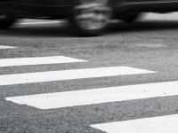 Водитель «Мерседеса» на еврономерах доставил сбитую женщину в больницу и сбежал