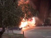 На перекрестке в центре Мелитополя в результате ДТП загорелась легковушка (Видео)