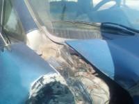 Водитель микроавтобуса в Запорожье врезался в столб (Фото)