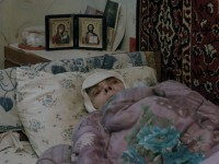 На хлебе и воде: в общежитии умирает брошенная старушка (Видео)
