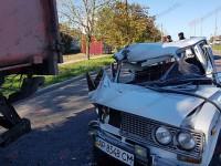 В Бердянске легковушка врезалась в мусоровоз: есть пострадавшие (Фото)