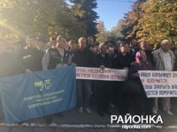 В Запорожской области железнодорожники вышли на митинг в защиту больницы (Видео)