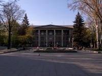 Запорожском заводу разрешили вырубить 102 дерева