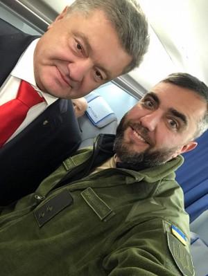 Запорожский военный поделился, о чем говорил с Порошенко на борту личного самолета