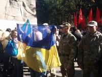 В Запорожье на митинге «Полка победы» участников и патриотов разделили полицейским кордоном (Фото)