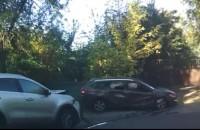 В попытке сбежать от полиции запорожский водитель попал в ДТП: есть пострадавшие (Видео)