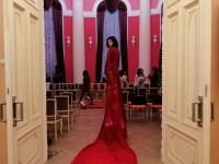 Дизайнер из Запорожья установила рекорд, сшив платье с самым длинным шлейфом (Фото)