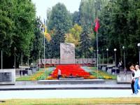 Запорожский суд посадил рецидивиста, дважды кравшего бронзовую доску с «Аллеи Славы»