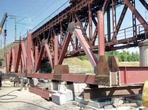 В Запорожской области возобновили движение поездов по столетнему мосту