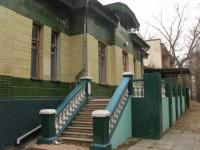 Облупившаяся мозаика и урна вместо фонтана: во что превратилось уникальное историческое здание в Мелитополе (Видео)