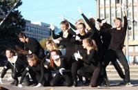 В центре Запорожья при помощи танца митинговал против работорговли (Фото)