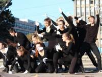 В центре Запорожья при помощи танца митинговали против работорговли (Фото)