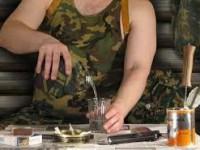 Недосмотрел: дежурного солдата наказали за распитие спиртного на воинской части