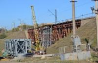 Для ремонта 100-летнего моста под Запорожьем пригонят строительные краны
