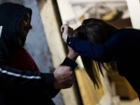 Работник «Укразализницы» выхватил у девушки телефон в центре Запорожья