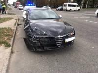 Элитное ДТП: в центре Запорожья столкнулись Alfa Romeo и Porsche Cayenne
