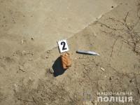 На предпринимателя с барсеткой, полной денег, напал на рынке грабитель с ножом