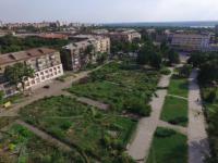 В Министерстве культуры запретили застраивать вырубленный парк напротив «Украины»