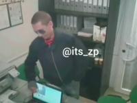 «Не зли меня»: злоумышленник с ножом ограбил пункт выдачи кредитов (Видео)