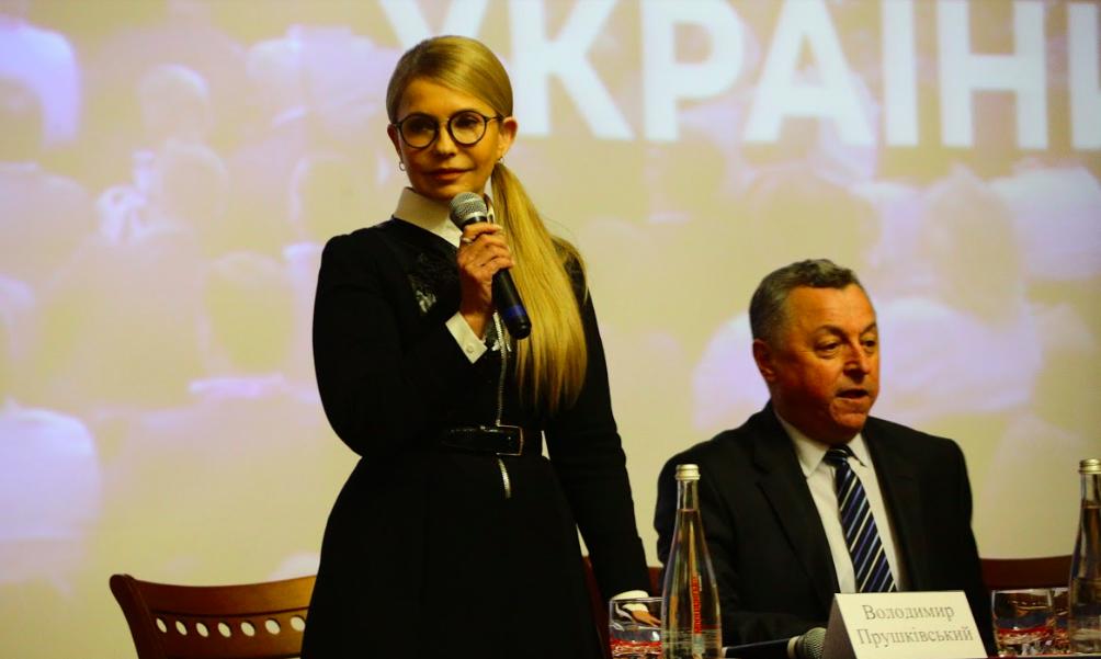 Юлии Тимошенко задали вопрос о мостах – как прошел визит политика в Запорожье (Фото)