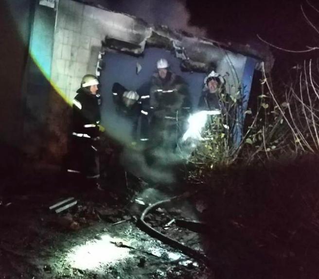 Мать троих маленьких детей, погибших на пожаре, была на работе – подробности