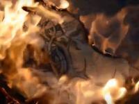 Запорожский художник сжёг свою картину, над которой работал несколько месяцев (Видео)