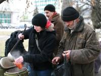 В спальном районе Запорожья начнут кормить бездомных