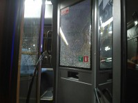 Пьяный запорожец бросил в окно коммунального автобуса с пассажирами бутылку